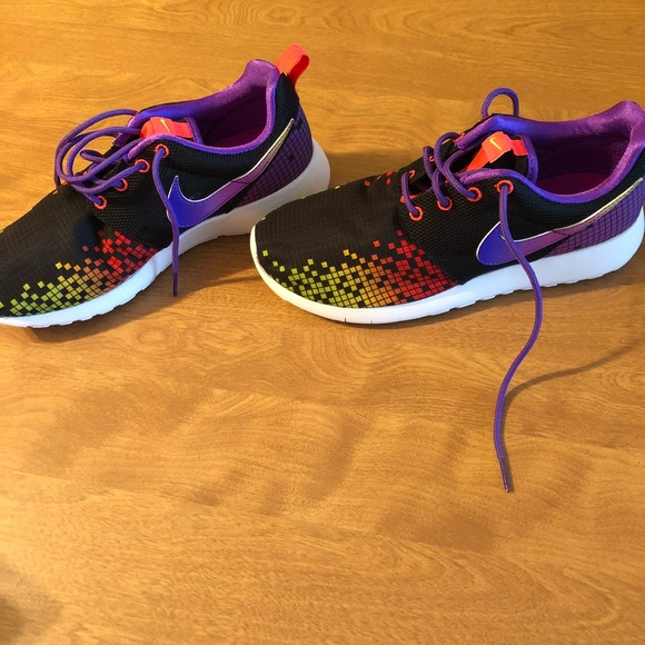 new style 651c6 08efa Youth Girls Nike Roshe One Print Shoes NWT